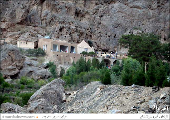 زیارتگاه پیر نارستانه در 31 کیلومتری شرق شهرستان یزد، در روستایی بربلندای کوه به نام دُربید جای دارد