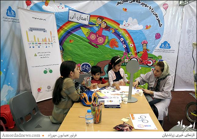 غرفه آموزش شهرداری به کودکان برای ایمن راندن