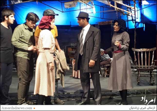 سمت راست بهناز بهروزی بازیگر نمایش چشم اندازی از پل