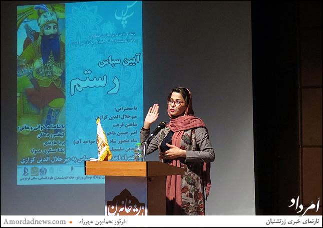 مینا حقانی کنشگر ورزش باستانی زورخانه به همراه همسرش علی اکبری سرپرست و احیا کننده زورخانه مسجد سلیمان دراستان خوزستان