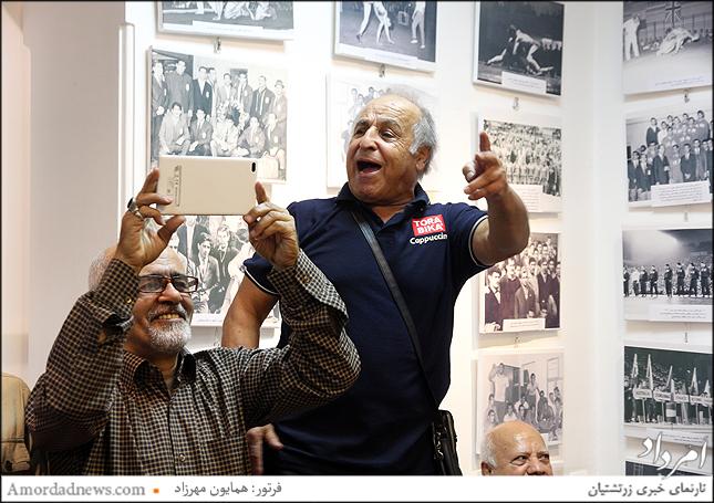 کریم پور حلم و عباس خجسته برگزارکننده و مجموعه دار عکس در گالری شیث