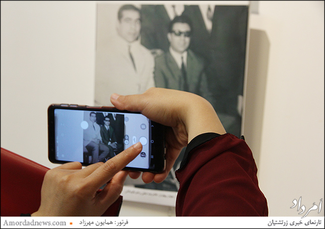جهان پهلوان تختی در کنار اکبر گلپایگانی خواننده سنتی ایران
