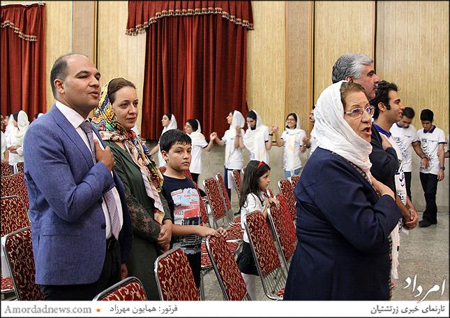 احترام به سرود میهنی ایران