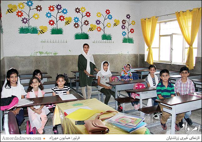 مهرنوش خسروی آموزگار پایه اول و دوم و سوم