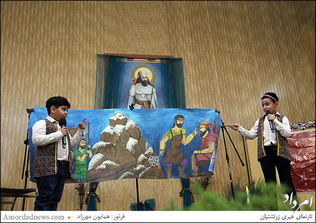 پرده خوانی شاهنامه داستان کاوه آهنگر از سوی نونهالان مهدپرورش