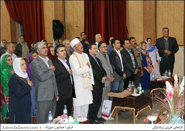 خواندن و احترام به سرود میهنی ای ایران مرز پرگهر