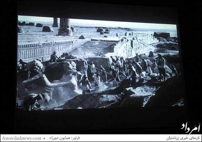 بیرون آمدن کاخ آپادانا پس از حفاری باستان شناسان در دهه اول قرن نوزدهم