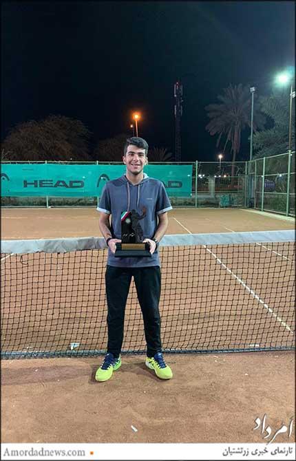 ونداد غیبی، نوجوان تنیسباز در ردهی بزرگسالان به مقام سوم دست یافت