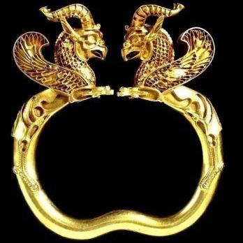 دستبند زرین با نقش شیردال