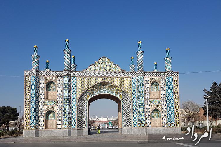 بازسازی دروازه غار یکی از دروازه های ورودی دوازده گانه تهران قدیم