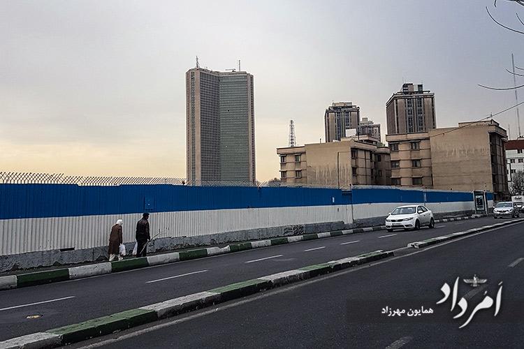 برج تهران بلندترین برج ایران با 55 طبقه درکنار برجهای قدیمی( آ اس پ)