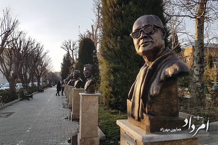تندیس زندهیاد عباس کیارستمی