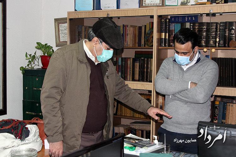 نفرسمت چپ: بابک سلامتی سردبیر هفته نامه امرداد