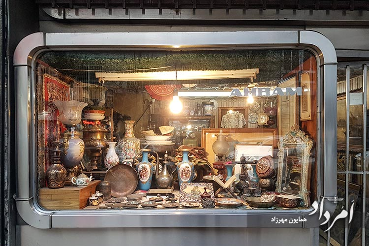 راسته عتیقه فروشان در محله منوچهری