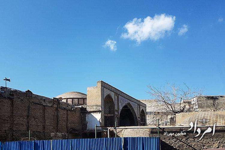 مسجد قدیمی حاج رجبعلی 1220هجری شمسی در دوران محمد شاه قاجار در حال بازسازی بیرونی