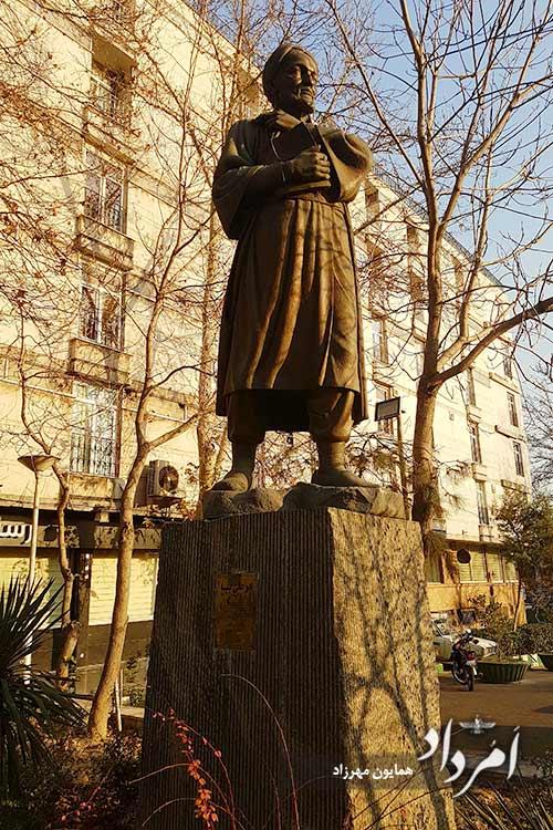 تندیس پورسینا در ابتدای خیابان جلالیه روبروی آتش نشانی