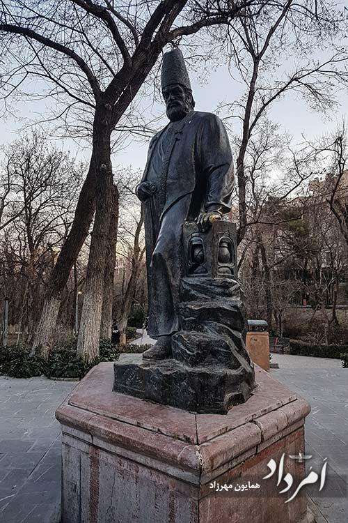 تندیس امیرکبیر در بوستان قیطریه