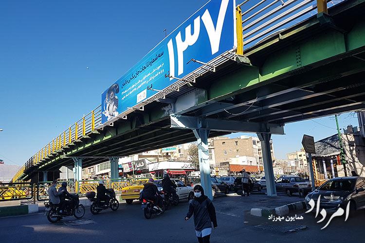 پل چوبی در تقاطع خیابان انقلاب