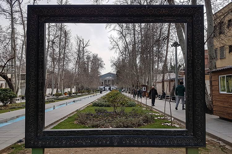ورودی باغ فردوس و موزه سینما
