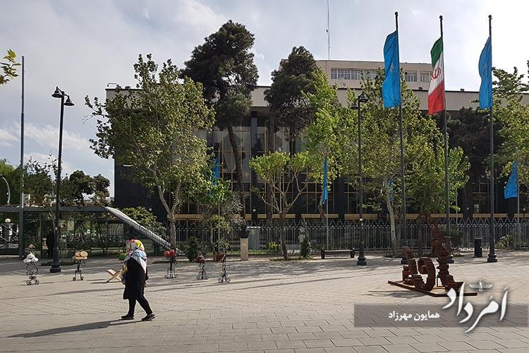 مجموعه فرهنگی هنری تالاروحدت در خیابان استاد شهریار-چهارراه کالج