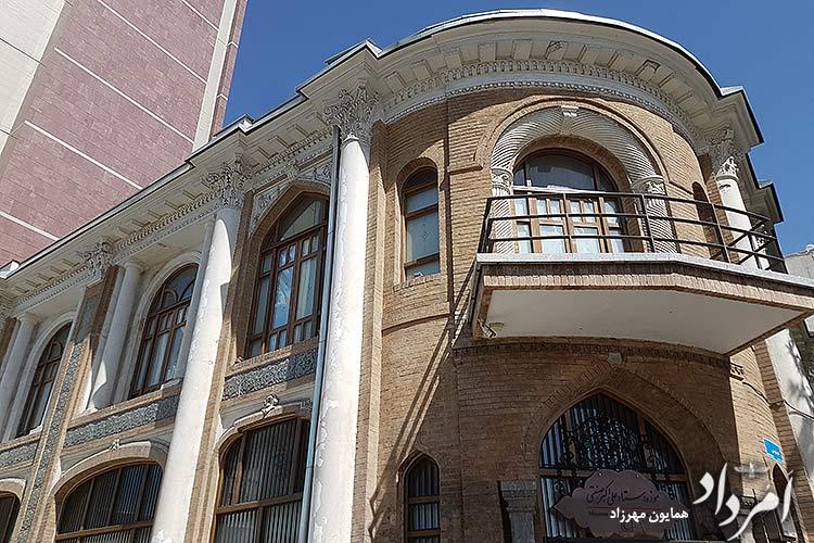 موزه استاد علی اکبر صنعتی در ابتدای خیابان فردوسی-توپخانه