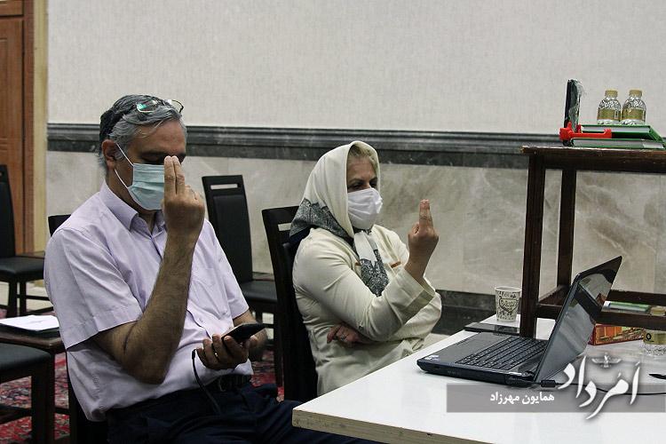 از راست:مهردخت شهریاری و کامبیز میزانیان هموندان انجمن زرتشتیان تهران