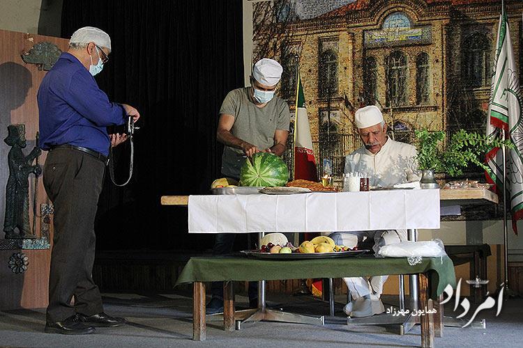 ازچپ: کامران فریدونی مسوول امور فرهنگی پرورشی دبیرستان فیروزبهرام، هرمزخسرویانی آموزگار دینی