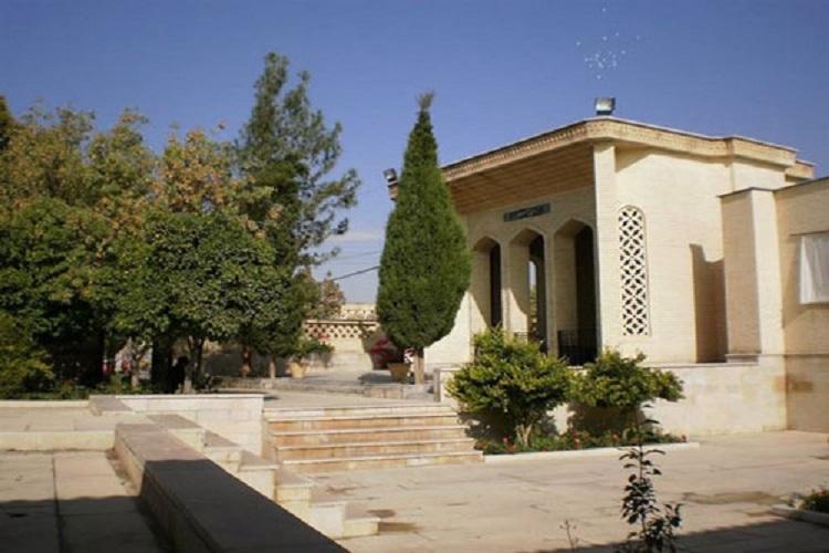 آرامگاه سیبویه در شیراز