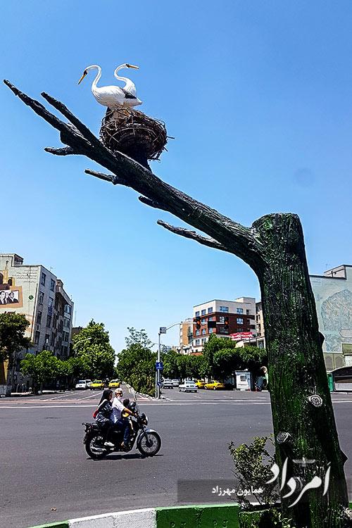 تندیس لک لک ها در تقاطع امیرآباد-بلوارکشاورز