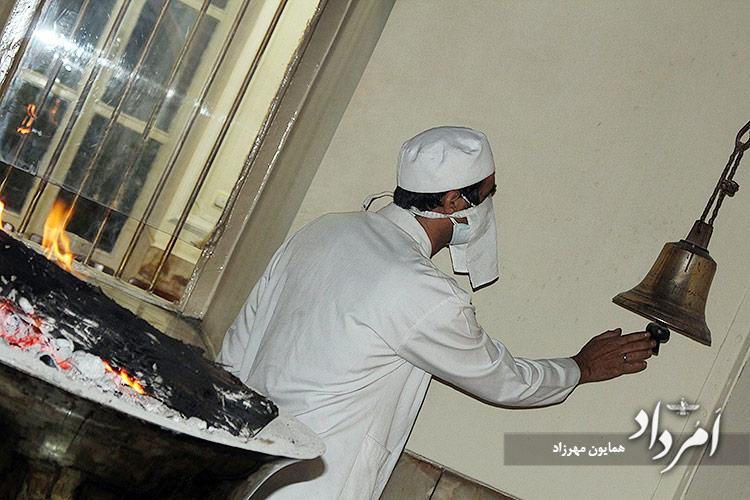 داریوش موبد سرپرست آتشکده تهران و همیار موبد در نیایش واج یشت
